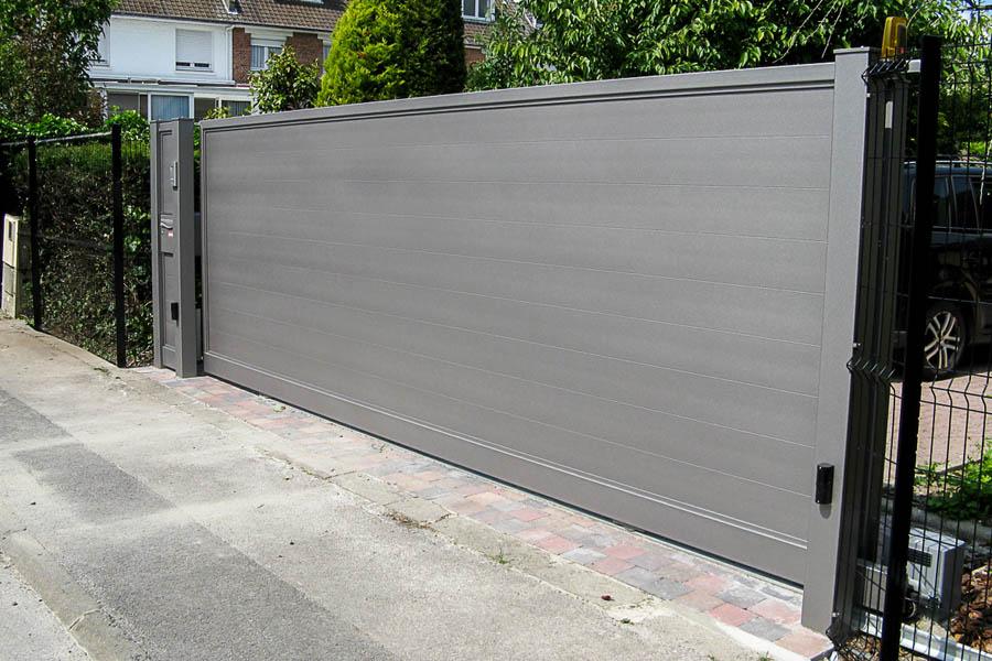 Portail moderne gris